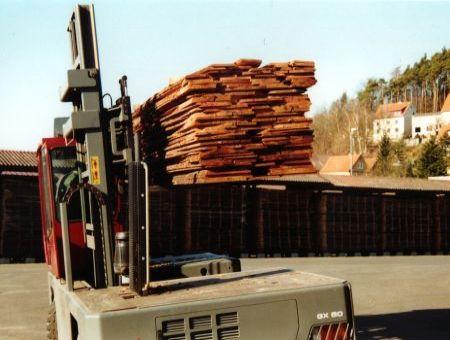 Massivholz Transport auf Seitenstapler