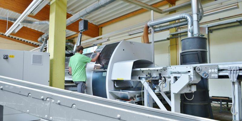 Kappanlage für die Holz Schubkasten Produktion